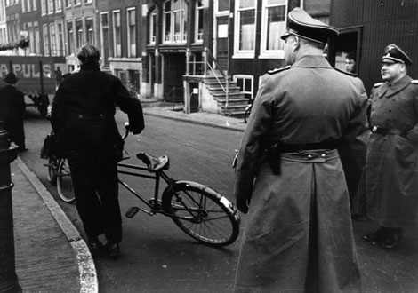 Pulsen was the company that took away the belongings of the Jews after they were taken from their homes by the Nazi's.